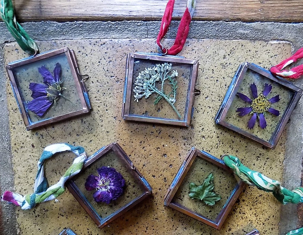 Dried flower frames for Christmas tree